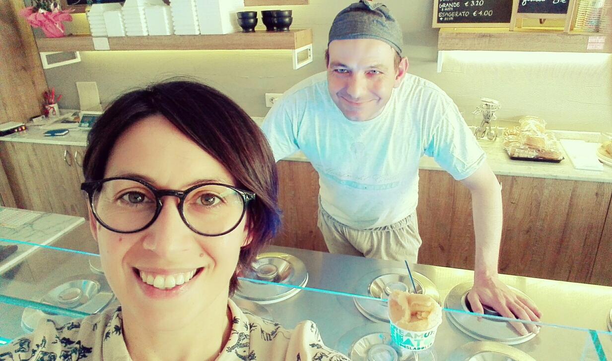 Io e Francesco nella sua gelateria Il Marchese del Grillo a Pesaro.