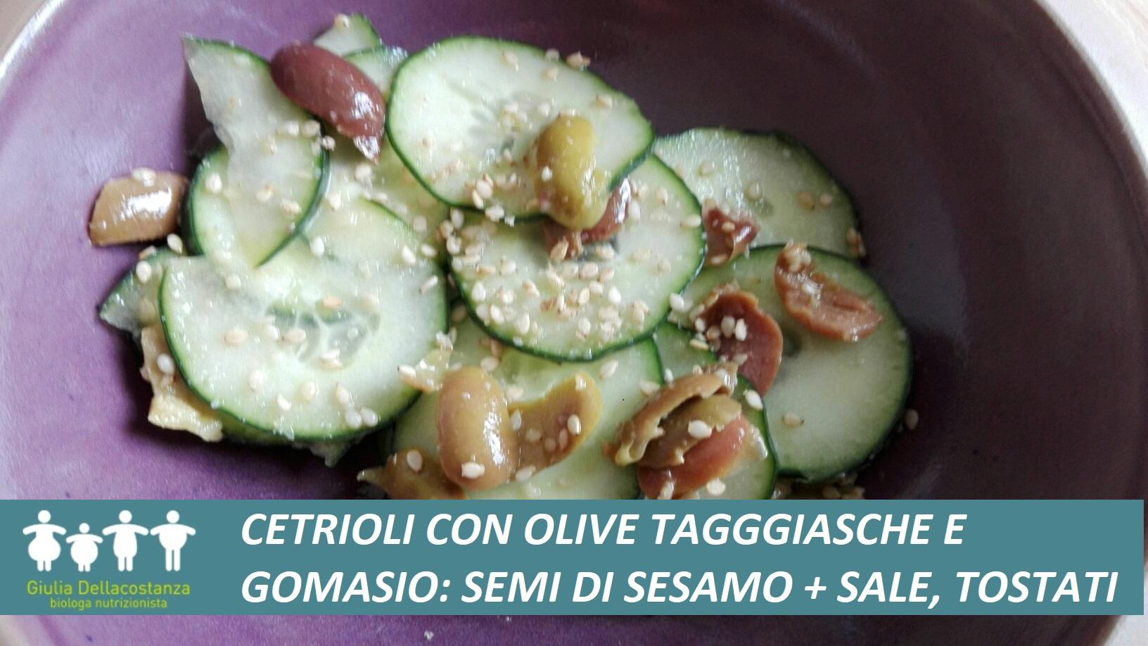 Insalata di cetrioli conditi con semi di sesamo tostati e olive taggiasche.