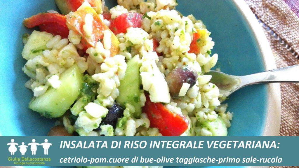 piatto unico vegetariano a base di riso integrale per l'estate