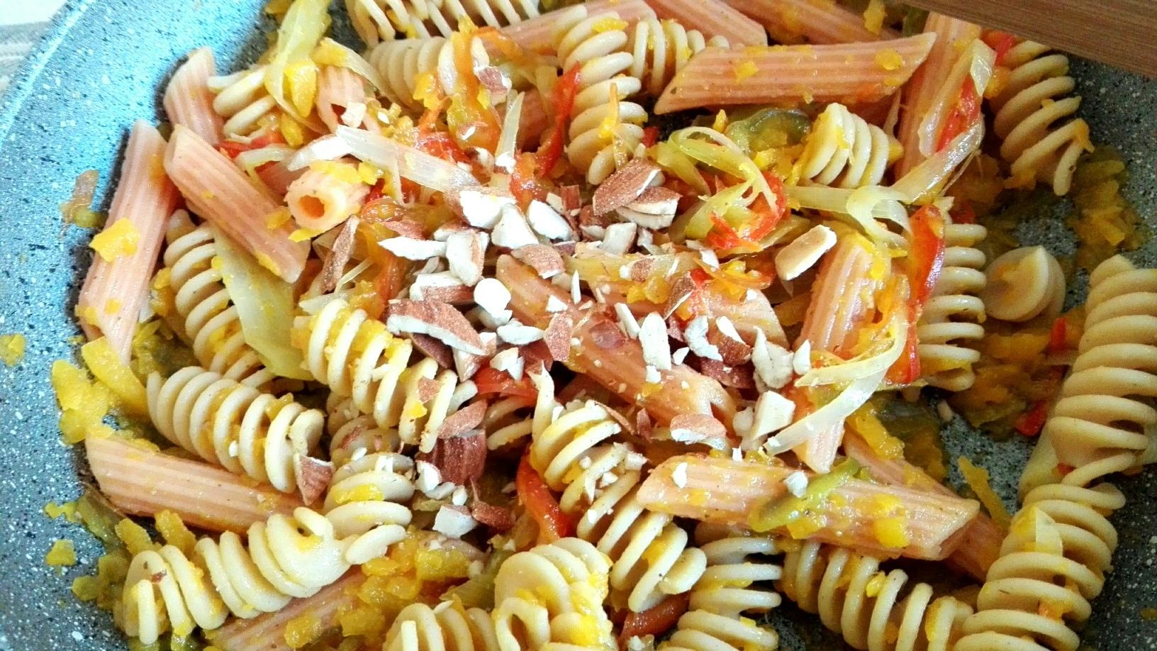 pasta di ceci e lenticchie con ragù di verdure autunnali e mandorle tostate